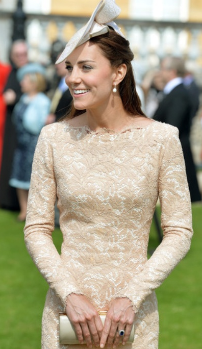 kate-garden-party-robe-dentelle