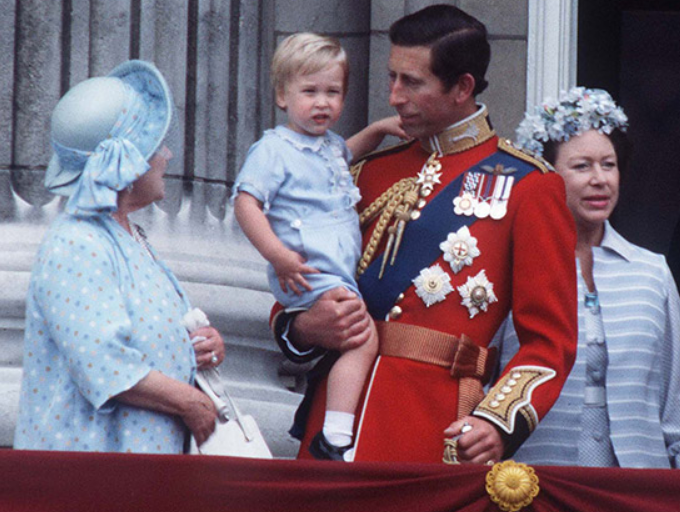 william-enfant-balcon-charles-trooping-parade