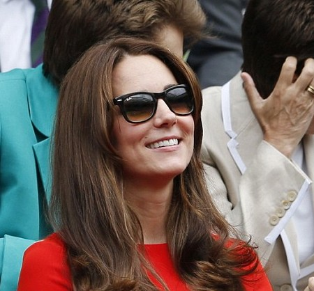 Kate a ressorti ses Ray Ban et rangé ses Givenchy