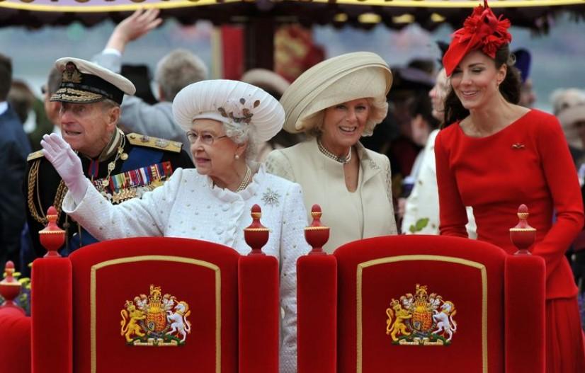 2012 Elizabeth fête ses 60 ans de règne sous une météo anglaise
