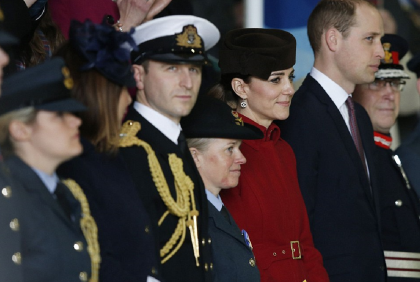 kate-retour-anglesey-parade-militaire-adieux-raf