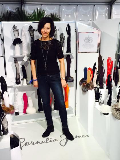 cornelia-james-first-class-fashion-week-paris-gants-kate