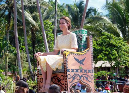 kate-tuvalu-oceanie-chaise-porteurs