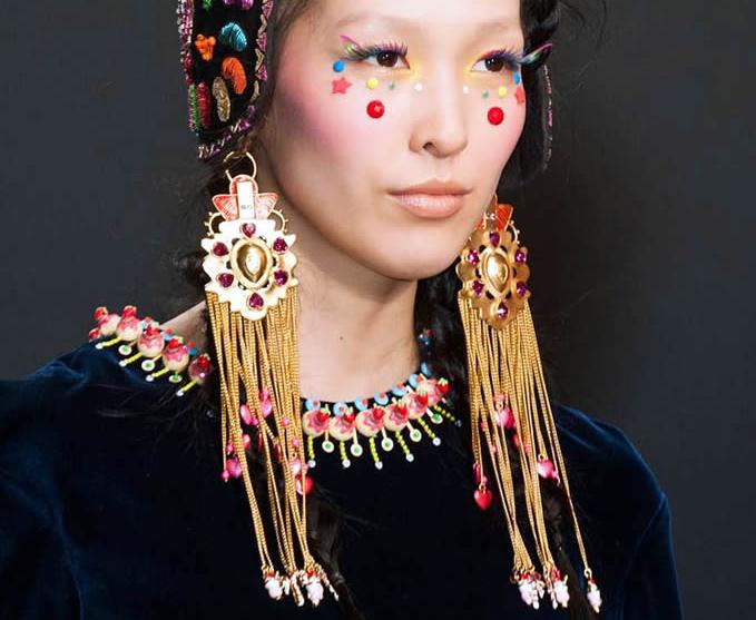 Coiffe maquillage et bijoux ethniques Manish Arora
