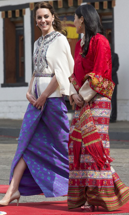 Jupe portefeuille fabriquée à Londres et coupée dans un tissu bhoutanais