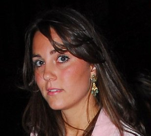 Kate a ressorti ses BO de jeune fille or+pampilles vert jade
