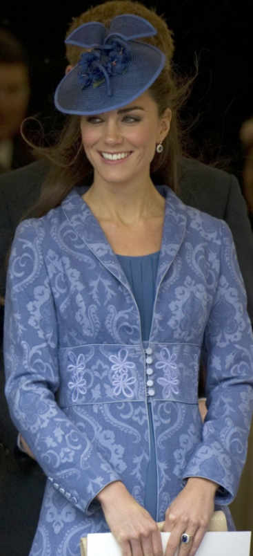 kate-manteau-tapisserie