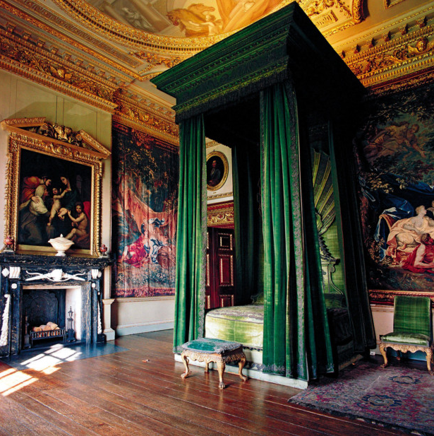 The green velvet bedchamber