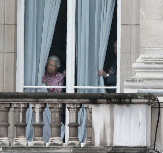 Egalement derrière les rideaux, le duc d'York et les princesses