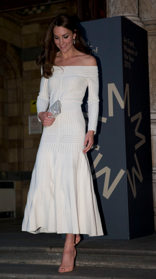 kate-art-fund-museum-year-prize-casasola-dress