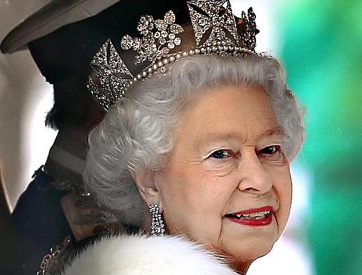 reine-elisabeth-ouverture-parlement-carrosse