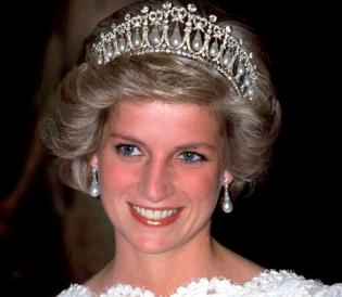 Les pendentifs perles et diamants de Lady Diana
