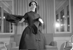 Yves Saint Laurent collection Trapèze 1958