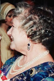 Set bo et broche sur Queen Mum