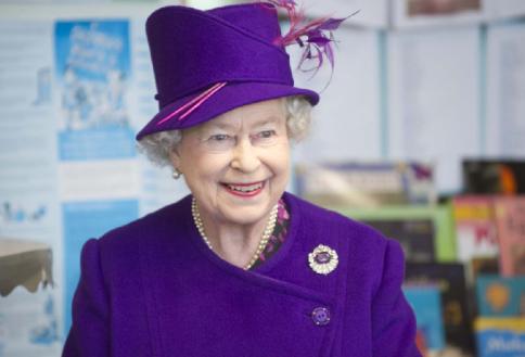 reine-angleterre-chapeau-violet