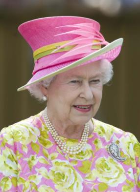 reine-chapeau-rose
