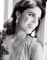 Eugénie par Alex Bramall (pendentifs Bulgari)