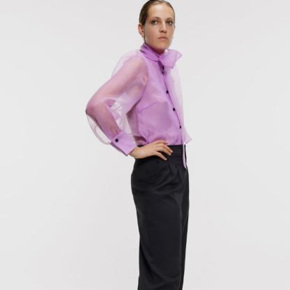 Style Kate avec un pantalon d'homme
